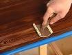 Обработка древесины наждачной бумагой